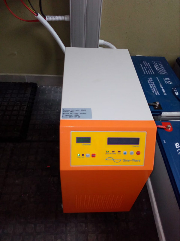 Pure sine wave off grid solar inverter
